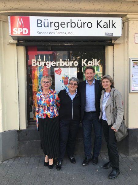Foto von Kalk Kunst Vernissage, von linkd Erica Fromme, Susana DOS Santos Herrmann, Mike Homann, Bürgermeister Rodenkirchen. Claudia Greven Thürmer, Bürgermeisterin Kalk